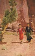 Native American Indian Postcard ; Navajo Maidens , New Mexico , PU-1968 - Indiani Dell'America Del Nord