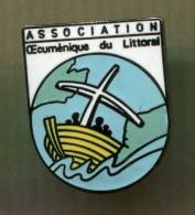 pin�s - association �cum�nique du littoral - bateau bateaux croix