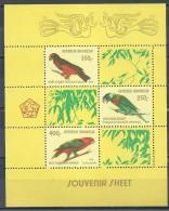 Indonesia:  Pesquet's Parrot / Chattering Lory / Coconut Lorikeet - Papegaaien, Parkieten