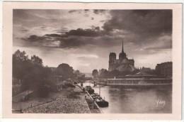 75 - PARIS 4 - Crépuscule Sur Notre-Dame - Paris En Flânant Yvon 84 - Notre Dame De Paris