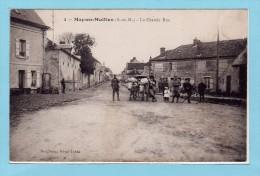 77 MAY EN MULTIEN - La Grande Rue Animée : Attelage Boeufs + Cycliste + Soldats - Autres Communes