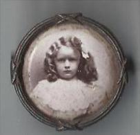 Religieux/ Portrait �pinglette/Petite Fille / In memoriam/Vers 1900     CAN170