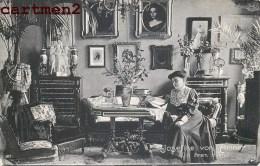 JOSEFINE VON ARTNER IN IHREM HEIM SÄNGERIN THEATER BERÜHMTHEIT CHANTEUSE THEATRE CELEBRITE DEUTSCHLAND ALLEMAGNE - Femmes Célèbres