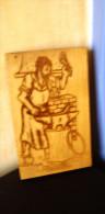TABLEAU   EN  BOIS    REPRESENTANT  UN   FORGERON     BULEON   20 X 12 CM    A  VOIR - Art Populaire