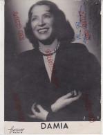 Damia Chanteuse Actrice Française 1889-1978 Paris Celle St Cloud Dédicace Pour A Pasdoc Chanteur Français Rare *Harcourt - Dédicacées