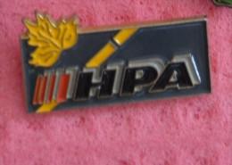 Pin's HPA  MACHINE DE MARQUAGE ROUTIER   Autour De L Automobile - Jaguar