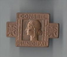 Insigne/Boutonni�re/ Conseil Municipal/R�publique fran�aise/Marianne/Morlon /Bronze/Vers 1935  D515