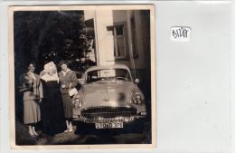 AC -  Photo   Format 90x90mm  -2 Dames  Près  Jolie Voiture  OPEL ( Allemagne) - Cars