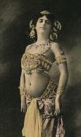 FEMMES - FRAU - LADY - SPECTACLE - ARTISTES - Jolie Carte Fantaisie Femme Espionne Danseuse Orientale MATA HARI (OLYMPIA - Mujeres