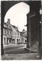 CPSM - AUXONNE - LE CENTRE RUE DE BERBIS - HÔTEL DU CORBEAU - Editions C.A.P. Paris / N°1556 - Auxonne