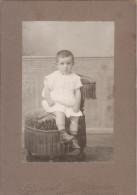 Photo Ancienne - Support Cartonné-  Enfant Assis - Photo Gerschel Ainé Strassburg - - Persone Anonimi