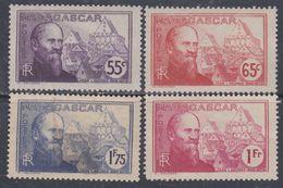 Madagascar N° 200 / 01 + 203 / 04 X Partie De Série Jean Laborde : Les 4 Valeurs Trace De Charnière Sinon TB - Madagascar (1889-1960)