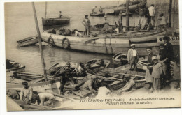CROIX DE VIE. - Arrivée Des Bateaux-Sardiniers . Pêcgheurs Comptant La Sardine. - Saint Gilles Croix De Vie