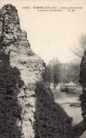 PARIS - Buttes-Chaumont - A Travers Les Rochers - Arrondissement: 19