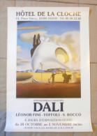 Affiche Format 60x40 Salvador Dali Exposition A Dijon Hotel De La Cloche Bon Etat Tres Rare Port Offert Livrée Roulée - Plakate & Poster