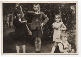 Photo Ancienne : Des Enfants Avec De Fausses Armes - Orléans , Famille Lederne (?) - Lieux