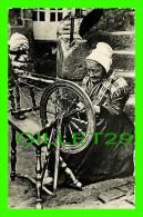 MÉTIERS - FILEUSE DE ROUET - LA BRETAGNE PITTORESQUE - CIRCULÉE EN 1962 - EDITIONS NOZAIS - ABEILLE-CARTES - - Artisanat