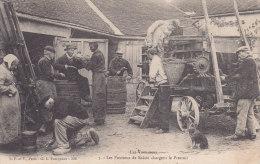 AUXERRE, Les Pourteux De Raisin Chargent Le Pressoir De Vins, Non Circulée - Auxerre