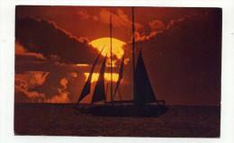 CP , ETATS-UNIS , HAWAI , Beautiful Hawaiian Sunset With Its Golden Sun Catching A Sailboat Passing By - Big Island Of Hawaii