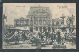 - CPA 50 - Cherbourg, La Place Du Château Et Le Théâtre Un Jour De Marché - Cherbourg