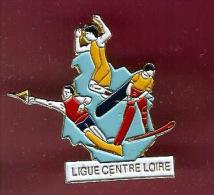 35102-Pin's.ski Nautique.ligue Centre Loire.signé Ferrier.. - Water-skiing