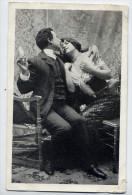 Couple D´amoureux--Tentative De Baiser Position Assise--carte Précurseur éd ??????-- - Couples
