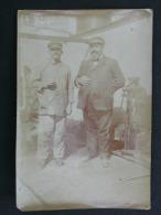 Ref2838 AX109 Photographie Véritable De 2 Hommes Sur Bateau - Commandant Brousse à Bord Du Mont Cenis 1923-1924 - Barche