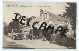 CPA - Le Crotoy - Le Café Du Chemin De Fer, Arrêt De L'autobus - Le Crotoy