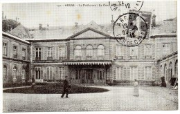 - 62 - ARRAS (Pas De Calais) - La Préfecture - La Cour D'Honneur - (reproduction) - 14cm X 8,5cm - - Arras