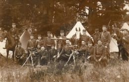 """Cpa PHOTO Originale D'un Groupe De Soldats, Noté à L'arrière """"sur Le Col 105"""",  Mitrailleuses, Officier à Cheval (39.39) - Guerre, Militaire"""