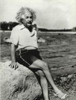 Albert Einstein At Beach Postcard - Size 15x10 Cm.aprox. - Nobel Prize Laureates