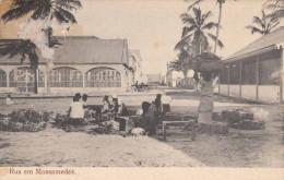 Rua Em MOSSAMEDES, 1910? - Angola