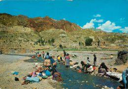 Indigenas Levando Ropa Women Washing Clothes, Bolivia Postcard - Bolivie