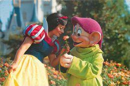 Snow White And Dopey, Disneyworld, Orlando, Florida, USA Postcard Used Posted To UK 1990 Stamp - Disneyworld