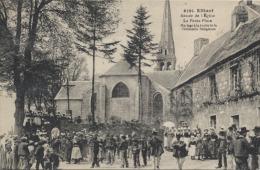 29  -  ELLIANT  -      Abside De L'Eglise , La Petite Place , Mariage , Sortie De La Cérémonie Religieuse  - - Elliant