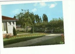 La Puye  Jardin Public - Sin Clasificación