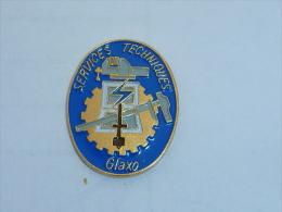Pin's SERVICES TECHNIQUES SOCIETE GLAXO - Badges