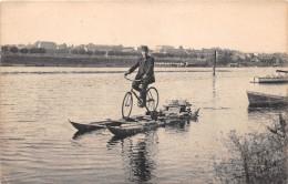 ¤¤  -  Un Homme Sur Un Vélo Sur Un Bateau Sur Une Rivière   -  ¤¤ - Cartes Postales
