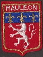 BEAU ÉCUSSON BRODE MAULEON - Blazoenen (textiel)