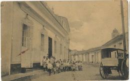 Sancti Spiritu 14 El Trabajo Independencia 56 Salida Del Colegio La Natividad Vendedor De Café - Cuba