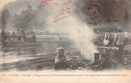 Tonkin - Cho-Bo - Piroguiers De La Rivière-Noire Faisant Cuire Leur Repas Dans Des Marmites En Bois - Viêt-Nam