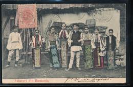Roumanie --- Salutari Din Romania  --- ( Groupe De Paysans  Endimanches ) - Roumanie