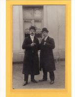 PHOTOGRAPHIE / BELLE PAIRE DE GENTLEMEN EN CHAPEAU MELON ( Photo De G.BELVILLE 39, Rue Boucher De Perthes ROUEN) - Photographie