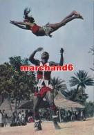 afrique tchad danseurs acrobatiques