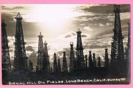 SIGNAL HILL OIL FIELDS, LONG BEACH, CALIFORNIE, BUSSEY. 101. CHAMP,PUITS PETROLIER. - Long Beach