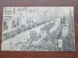Bruxelles Le 22 Novembre 1918 Entrée Du Roi Et Des Troupes Alliées / Anno 19??  ( Zie Foto Voor Details ) !! - Familles Royales