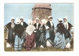 """CPA   : Haut Bocage Vendéen : """" Compagnons Du Mouchoir"""" Groupe De Femme En Costume Devant Un Moulin - Danses"""
