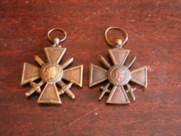 2 Decoration   Croix De Guerre  1939  Et 1939-1945 - Médailles & Décorations