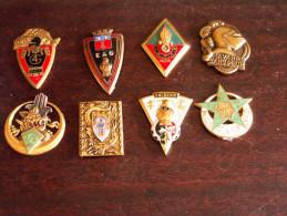 Lot De 8  Insignes   Genie - Tirailleurs - Médailles & Décorations
