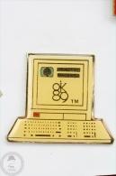 Vintage HP Hewlett Packard Laptop  -  Pin Badge #PLS - Ciudades